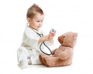 Dítě doktor s medvídkem. Kutná Hora, dětský lékař